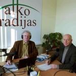 Iš kairės: žurnalistas Audrys Antanaitis ir Nacionalinės bibliotekos generalinis direktorius prof. Renaldas Gudauskas. A. Rasakevičiaus nuotr.
